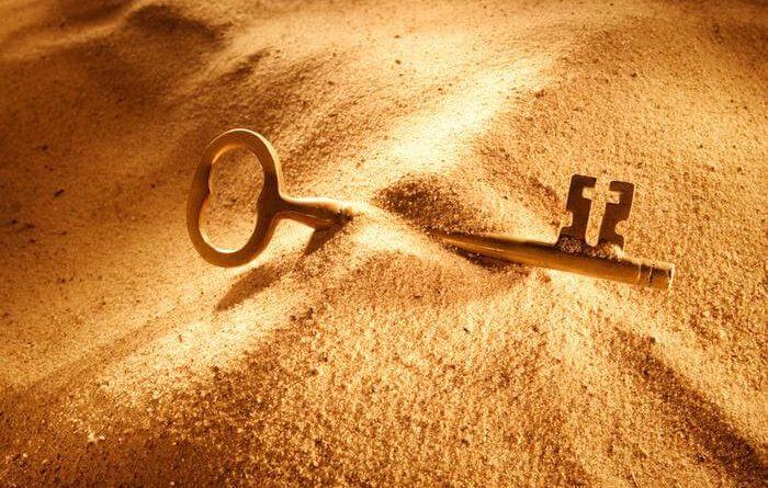 Uma chave quase enterrada, mas visível. Oportunidades na Vida, Oportunidade à Vida.