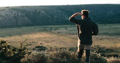Homem observando a Natureza. Como Surgiu a Filosofia