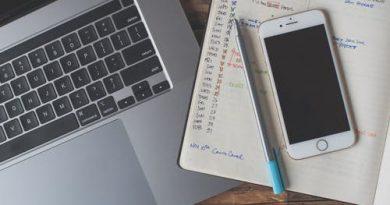 Um calendário, um celular e uma calculadora. A Dúvida do Milênio e de sua comemoração