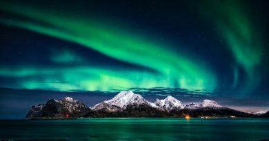 Um Fenômeno celeste, parece a aurora boreal. O Fenômeno, a Fenomenologia e a Astronomia na Contemporaneidade.