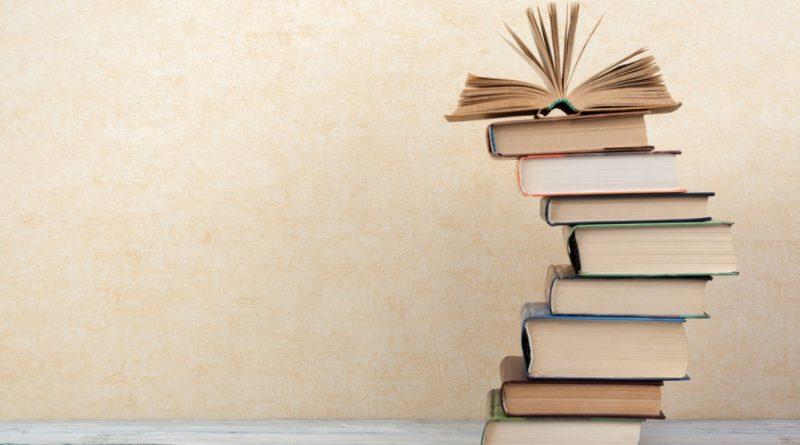 Uma pilha de livros