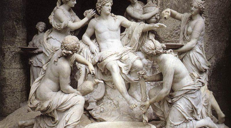 Escultura com vários deuses gregos.O Apolíneo e o Dionisíaco – em Nietzsche: a perda da proximidade com a Natureza que tinha o homem antigo.