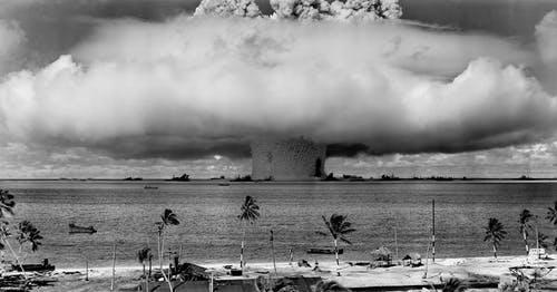 Imagem da Explosão provocada pela Bomba Atômica