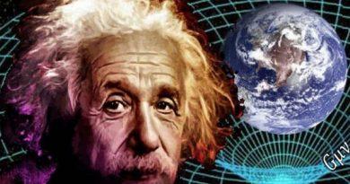 Albert Einstein e ao fundo um figura representando a Terra e uma teia mostra a curvatura do espaço em volta da Terra.