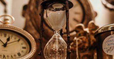 Um relógio, uma ampulheta. A Contagem do Tempo e o Calendário Gregoriano