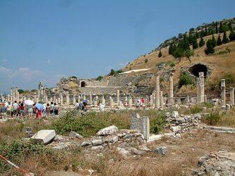 """Ruinas gregas. Hegel os Gregos e os """"Modernos"""": uma fissura para a contemporaneidade."""
