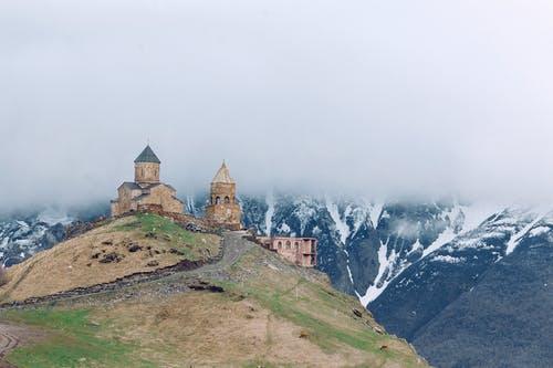Igreja no Alto de uma montanha
