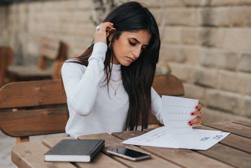 Vendedora Estudando, Buscando conhecimento.
