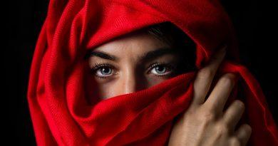 Uma mulher árabe com a turca. Sabedoria e Arte de Viver: os Árabes Antigos em Evidência.