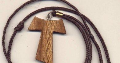 Cruz em TAU. O TAU na história e o cordão com três nós em São Francisco de Assis