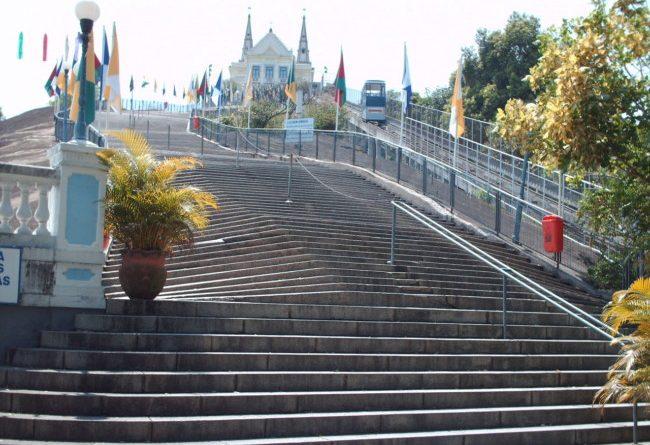 Escadaria da IIgreja da Penha, o Santuário renovado e a Festa da Penha