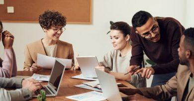 Relações Interpessoais e o Ambiente de Trabalho, Pessoas interagindo no trabalho.