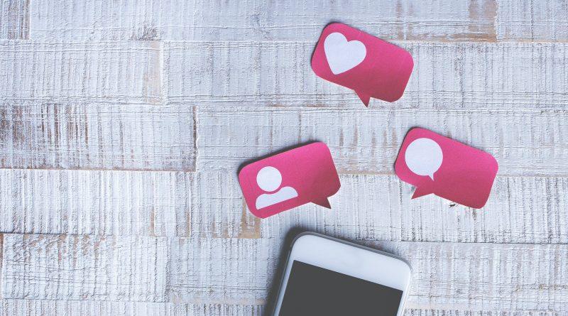 símbolos de redes social. Comentários no Site Benito Pepe