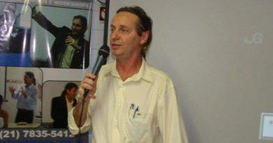 Benito Pepe ministrando um curso. Curso de Filosofia e Astronomia