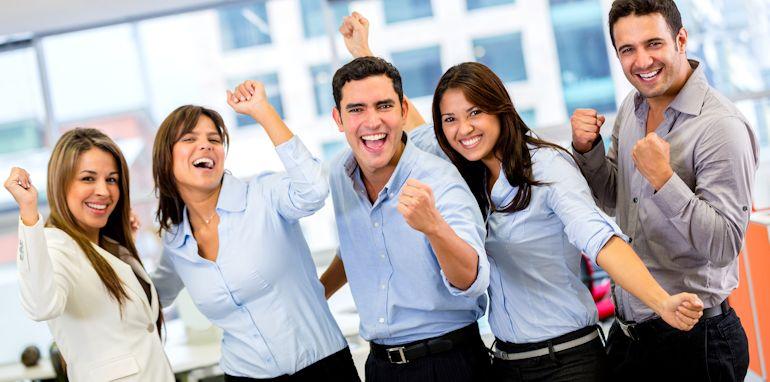 Pessoas felizes no ambiente de trabalho. Aí vem a pergunta O Seu trabalho lhe dá Prazer? Você faz o que gosta de fazer?