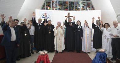 Encontro Ecumênico com Várias denominações Cristãs Reunidas. As Igrejas Cristãs devem manter a busca pelas Convergências.