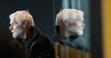 Homem refletido no espelho, Devemos procurar nossos semelhantes