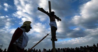 Jesus Cristo preso na Cruz
