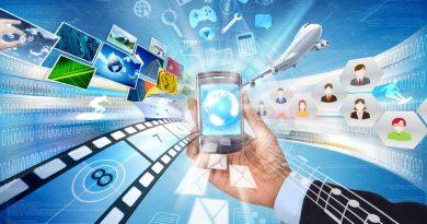 um aparelho celular Smartphone e dele saindo vários aplicativos com infinitas possibilidades. Mudanças Tecnológicas e Culturais infinitas.