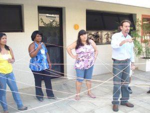 Benito Pepe ministrando uma Dinâmica no Treinamento de Equipes: Relações Interpessoais e o Ambiente de Trabalho.